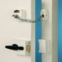 Safety chains and safety accessories