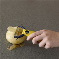 Handheld peelers & mashers with enhanced grip
