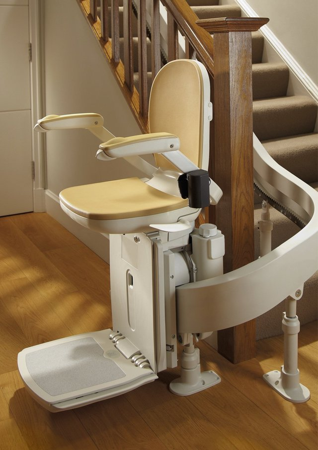 Acorn 180 Curved Stairlift - Living made easy